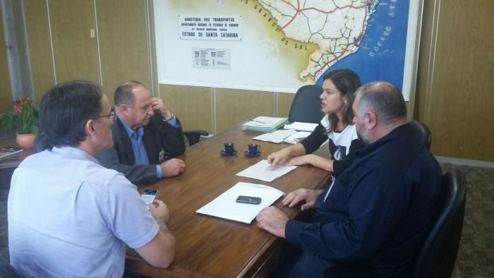Dnit/SC confirma ao prefeito Menegolla licitação para instalação de lombada eletrônica na BR-28