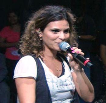 Louvor no Cabo tem show da cantora evangélica Aline Barros