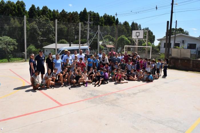 Inaugurada quadra poliesportiva na EMEB João da Cruz e Souza