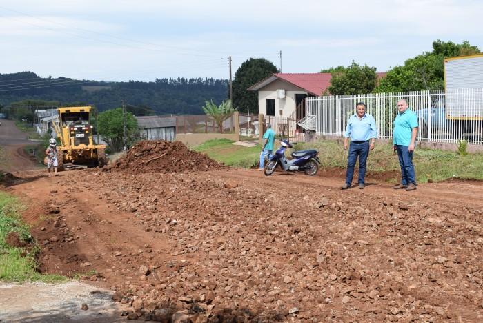 Equipe de obras finaliza manutenção e melhorias das ruas no Bairro Monte Castelo
