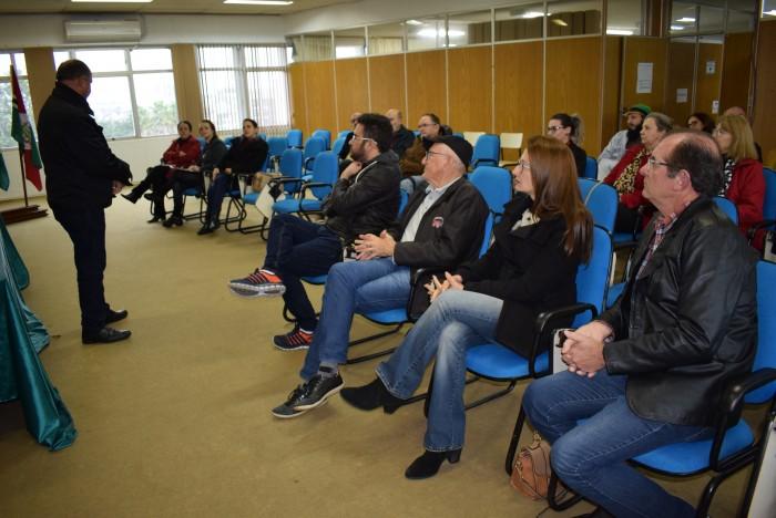 Prefeitura reúne artistas para assinar contrato do Edital de Linguagens