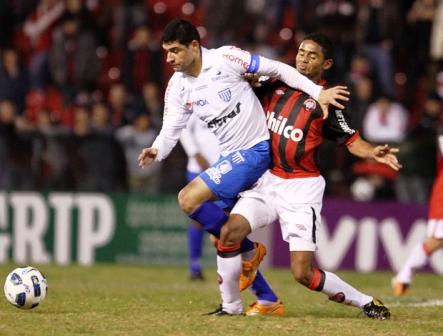 Leão não passou do 0 a 0 com o lanterna Atlético-PR, na noite deste sábado, em Curitiba
