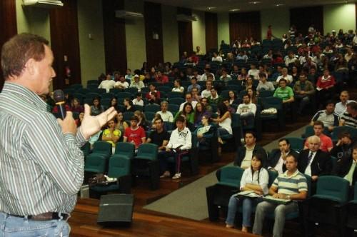 Acadêmicos da Unoesc conhecem proposta ambiental de Colatto
