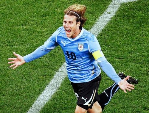 Forlán desbanca favoritos e é eleito o craque da Copa do Mundo