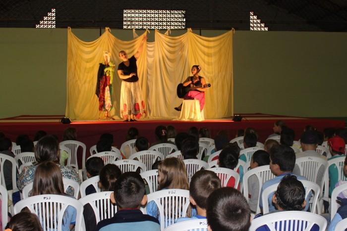 Contação de histórias comemora Dia Nacional do Livro Infantil em Passos Maia