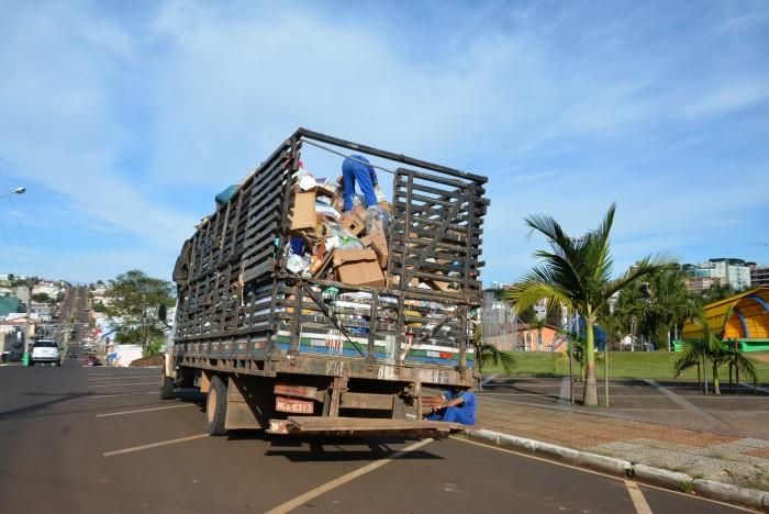 Feriados mudam programação na coleta de lixo reciclável