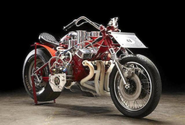 Moto mais rápida do mundo de 1973 está à venda e tem motor de carro.