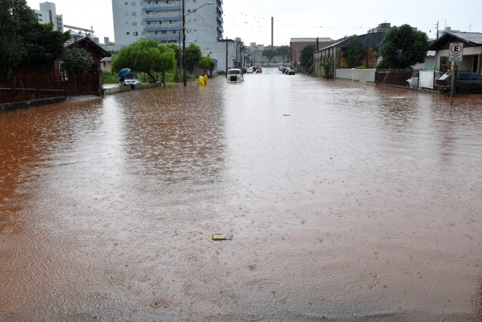Chuva intensa gera pontos de alagamentos em Xaxim